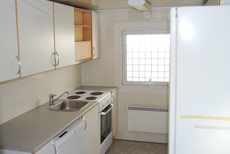 Bad og køkken container, 2082 - Rimelig stand, mangler dør i siden