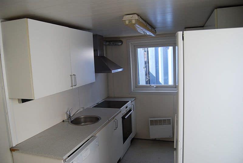 Køkken og bad container 2082 - God stand, radiator løs